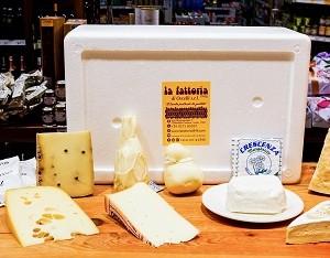 cheese-lover-box-Occelli-laFattoria1946-piemonte-formaggi-salumi-gastronomia-italia-italy-vini-dolci-biscotti-artigianali-prodotti-tipici-italianfood